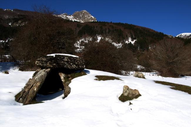 Hostal-ezkaurre-isaba-dolmen de arrako
